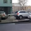 Женщина на парковке